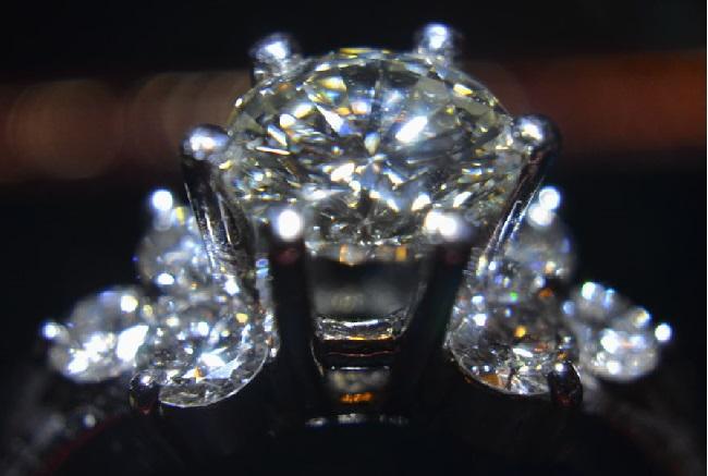 「人間は磨けば光るダイヤモンドの原石のようなもの」