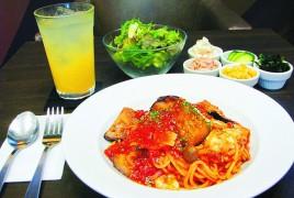 CAFE & WINE OSCAR GRAND (p21) ナスとモッツァレラチーズのトマトパスタ