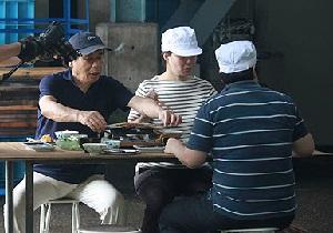 紀州浜峰商店のさんまの丸干しを焼いてお茶漬けを食べるNHKためしてガッテンの取材風景
